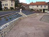 Maçonnerie de pierres pour la construction d'un mur